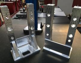 Pièce à l'origine fabriquée en mécano-soudé, mais pour des raisons de coûts, usinée complètement dans un bloc en aluminium